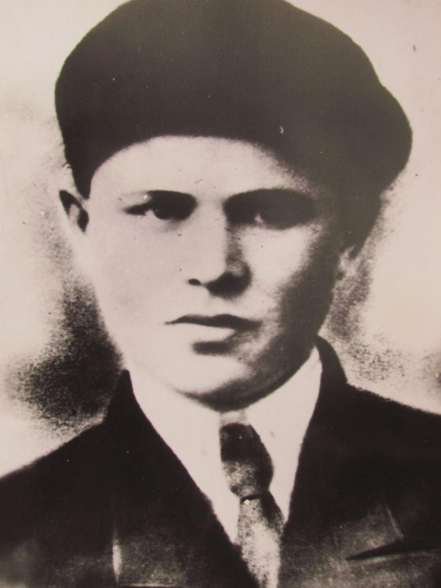 Экипажу машины... Стрелок-радист, младший сержант Григорий Каргин.