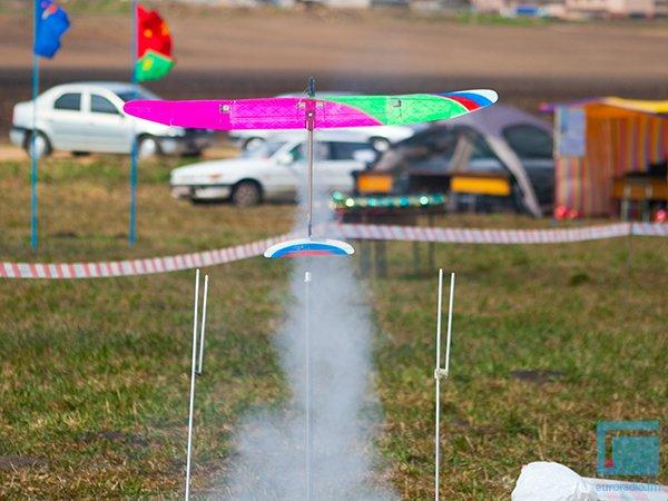 Под Гродно День Космонавтики отметили запуском самолетов и ракет (фото) - фото 3