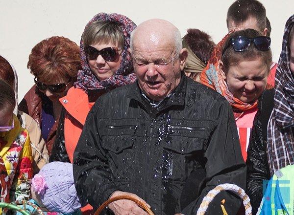 В Гродно православные освещали яйца, булки и деньги (фото) - фото 7