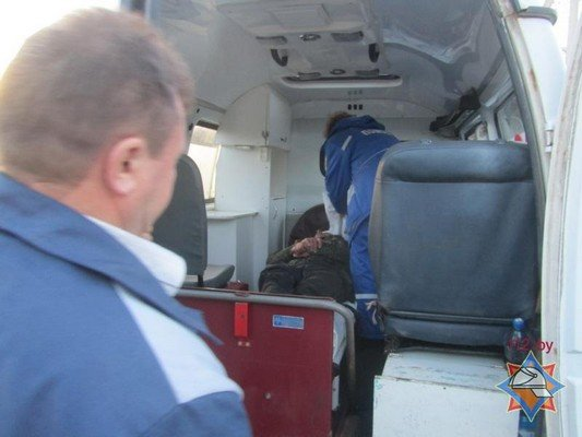 В Сморгонском районе спасатели достали мужчину из колодца (фото) - фото 3