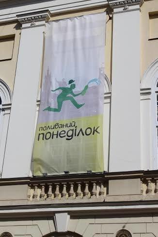 Половний понеділок у Львові: на площі Ринок стартували водяні бої (ФОТО), фото-1