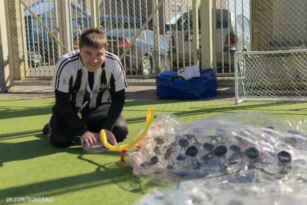 Бампербол в Гродно: молодые предприниматели предлагают одеть воздушные шары и сыграть в футбол (фото) - фото 1
