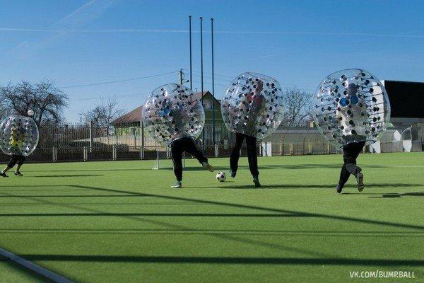Бампербол в Гродно: молодые предприниматели предлагают одеть воздушные шары и сыграть в футбол (фото) - фото 5