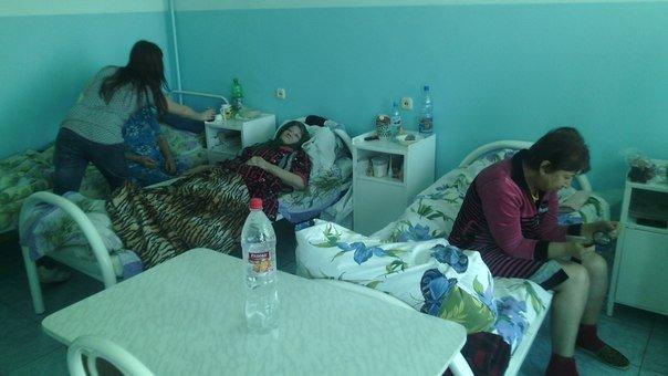 Местные активисты организовали доставку святой воды в больницу, фото-1