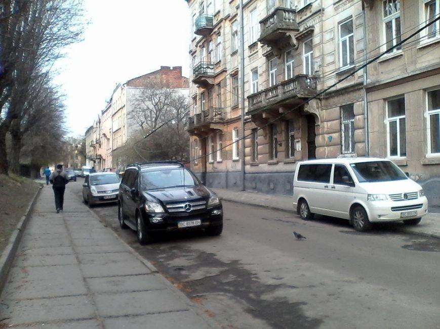 У Львові сильний вітер обірвав дроти (ФОТО), фото-1