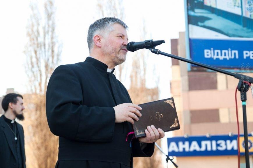 В Кривом Роге на Пасхальном вече верующие различных конфессий помолились за Украину (ФОТО) (фото) - фото 1