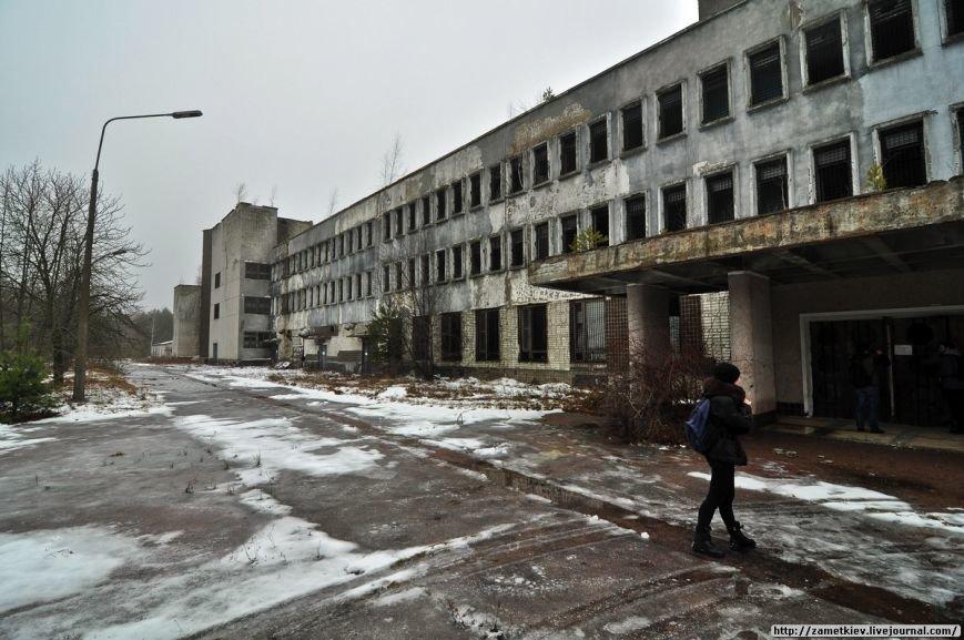 Блогеры посетили заброшенный город в Черниговской области (фото) - фото 14