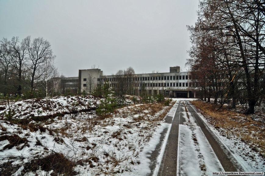 Блогеры посетили заброшенный город в Черниговской области (фото) - фото 13