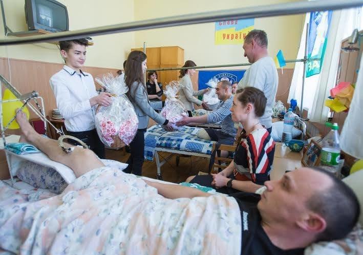 Марина Порошенко навестила солдатов в военном госпитале, фото-1