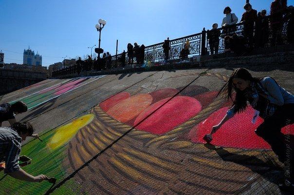 Пасхальная открытка-граффити появилась на склоне набережной Донецка, фото-1