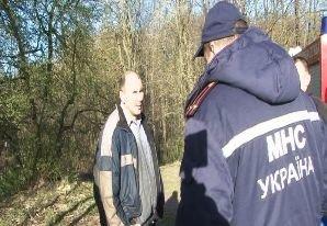 У Львові чоловік впав у каналізаційний колектор і провів там усю ніч (ФОТО) (фото) - фото 3