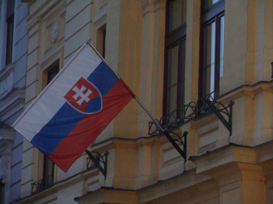 Прапор Словаччини на будівлі Університету Матея Бела
