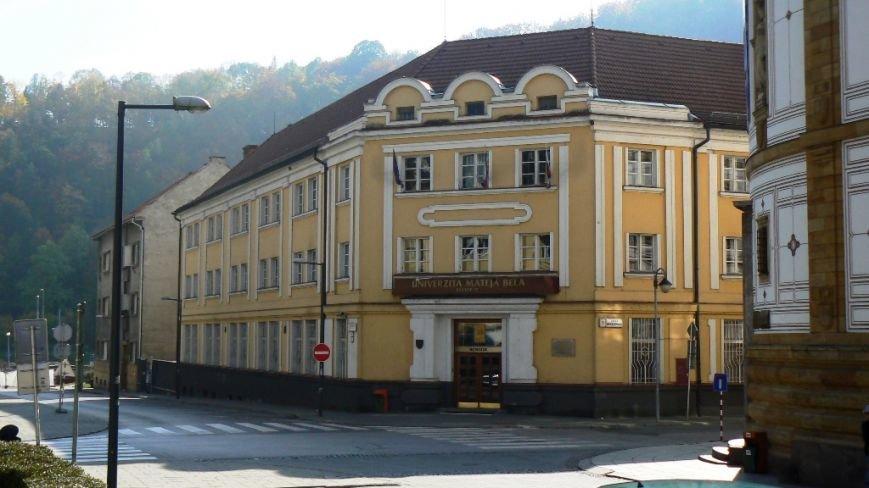 Один з корпусів Університету Матея Бела (фото – sk.wikipedia.org)