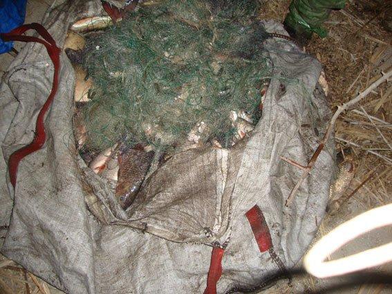 В заказнике общеукраинского значения на Полтавщине задержали двух рыбаков-браконьеров (фото) - фото 1
