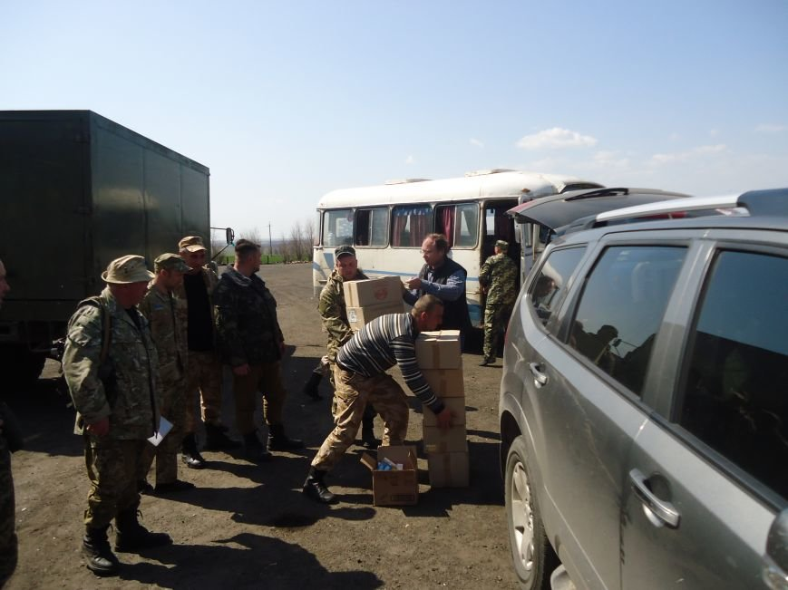Херсонские партийцы на Пасху поздравили земляков в секторе «М» (фото) - фото 4