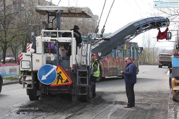 До поминальных дней в Николаеве отремонтируют основные дороги (ФОТО) (фото) - фото 1