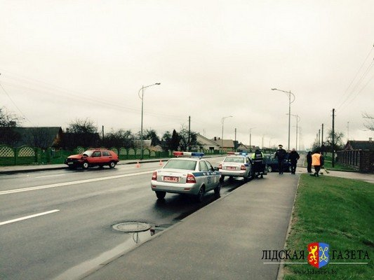 В Лиде столкнулось три автомобиля: у пассажирки сломана ключица (фото) - фото 4