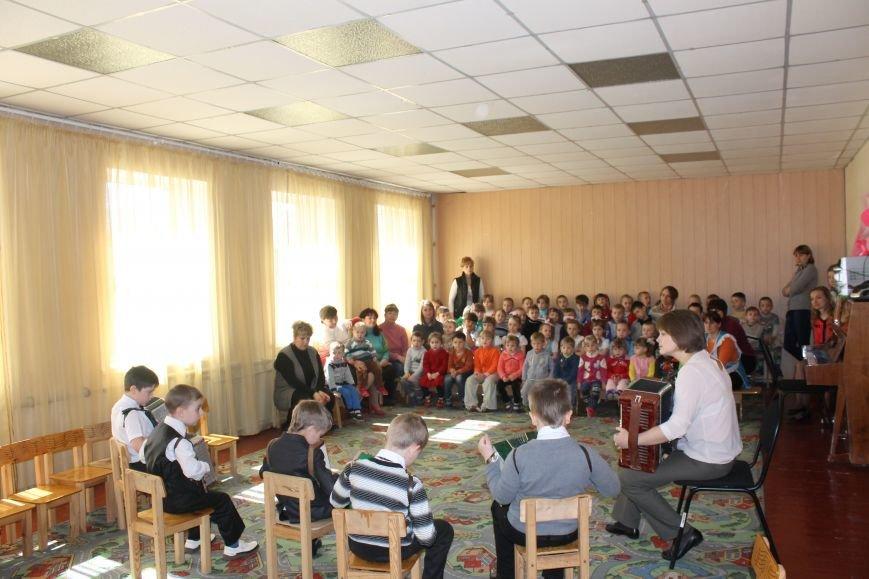 Маленькие музыканты Белицкого посетили с концертом Новодонецкое, фото-1