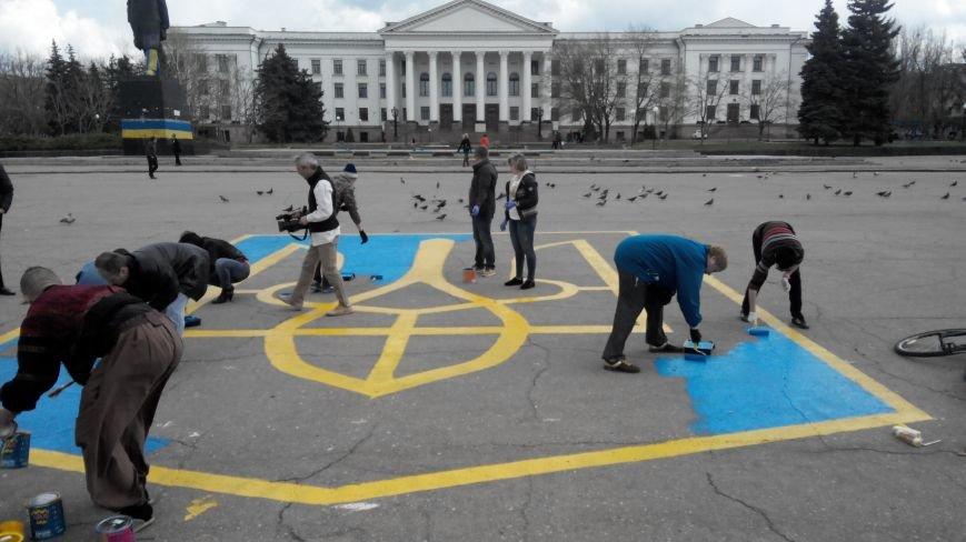 Центральную площадь Краматорска украсит 10-метровый герб Украины (фото) - фото 1