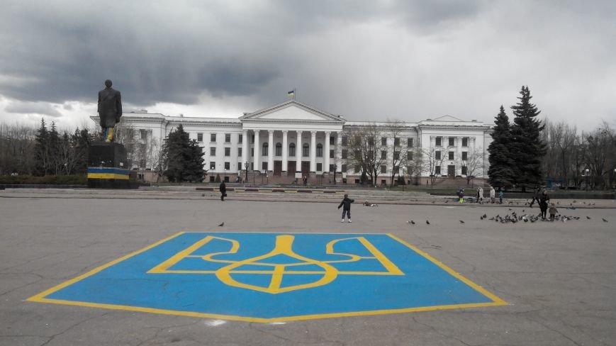 Центральную площадь Краматорска украсит 10-метровый герб Украины (фото) - фото 2