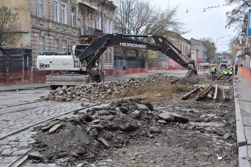 Ремонт вул Промислової та Б. Хмельницького планують завершити до кінця літа (фото) - фото 1