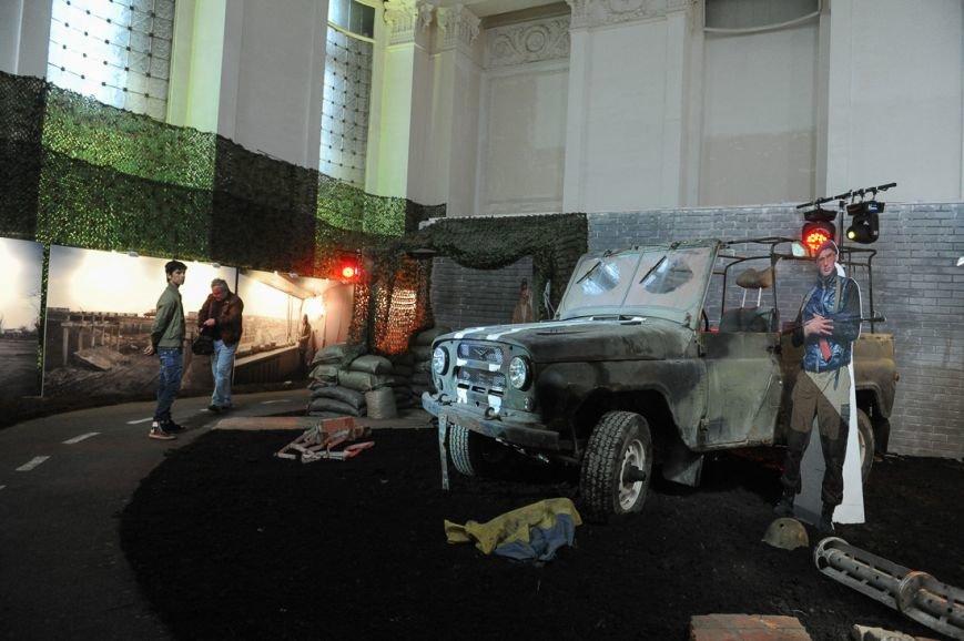 В Москве открылась скандальная выставка, посвященная годовщине войны на Донбассе (фото) - фото 17