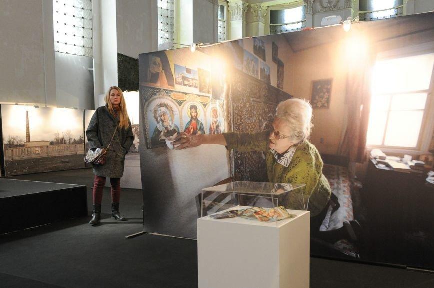 В Москве открылась скандальная выставка, посвященная годовщине войны на Донбассе (фото) - фото 18