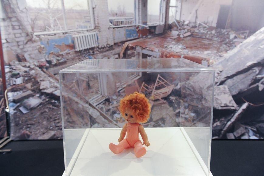В Москве открылась скандальная выставка, посвященная годовщине войны на Донбассе (фото) - фото 8