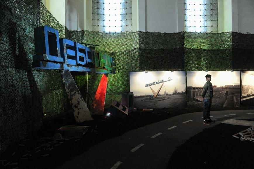 В Москве открылась скандальная выставка, посвященная годовщине войны на Донбассе (фото) - фото 16