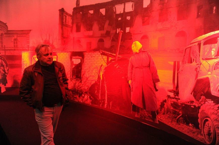 В Москве открылась скандальная выставка, посвященная годовщине войны на Донбассе (фото) - фото 2