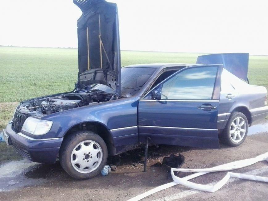 В Бериславском районе спасли авто от полного выгорания  2