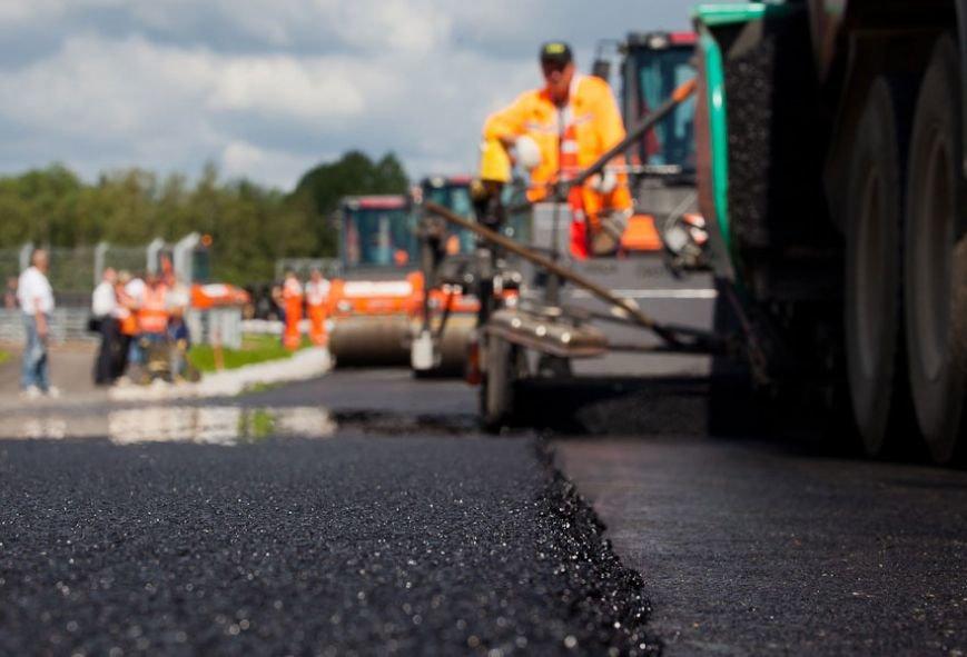 ukladka-asfalta-remont-dorog
