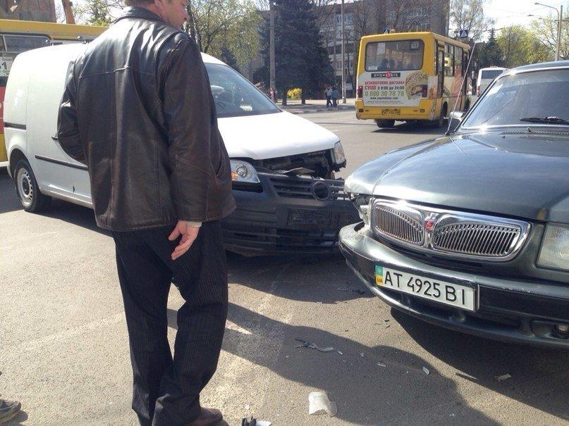 На перехресті Лепкого-Гаркуші трапилася ДТП (ФОТО) (фото) - фото 2