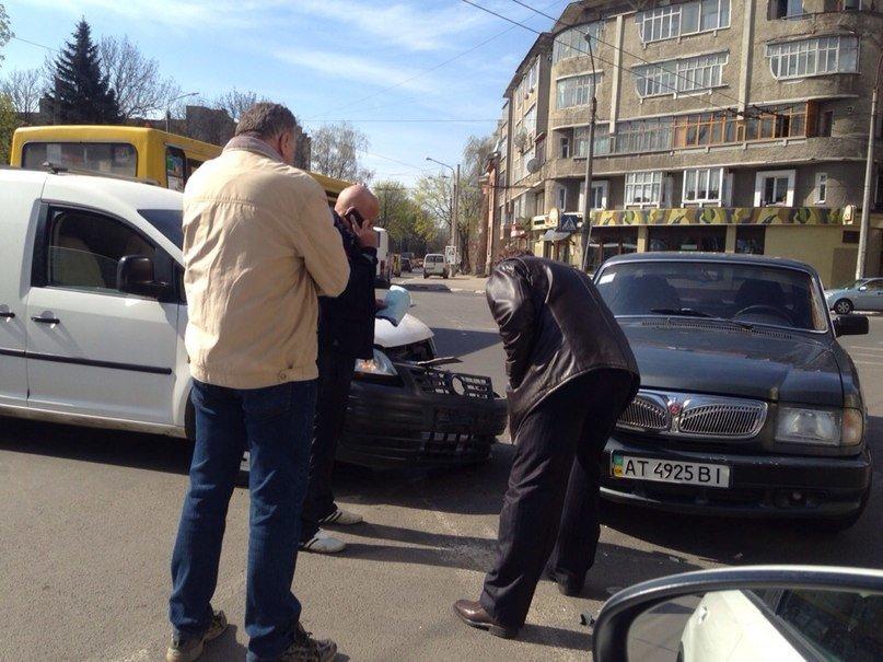 На перехресті Лепкого-Гаркуші трапилася ДТП (ФОТО) (фото) - фото 1