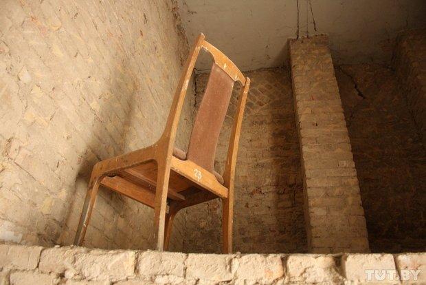 Фоторепортаж: в Старом замке снимают штукатурку и исследуют стены (фото) - фото 6
