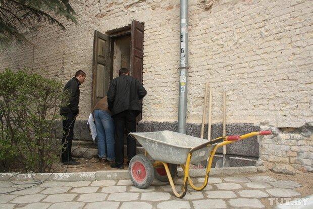 Фоторепортаж: в Старом замке снимают штукатурку и исследуют стены (фото) - фото 3