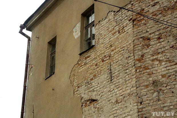Фоторепортаж: в Старом замке снимают штукатурку и исследуют стены (фото) - фото 2
