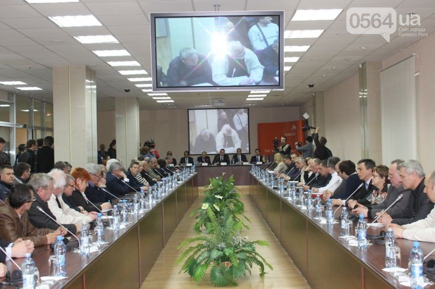 В Кривом Роге снимали видео ремонта рухнувшего моста, ликвидировали 40 батальон и встречались с губернатором Днепропетровщины (фото) - фото 3