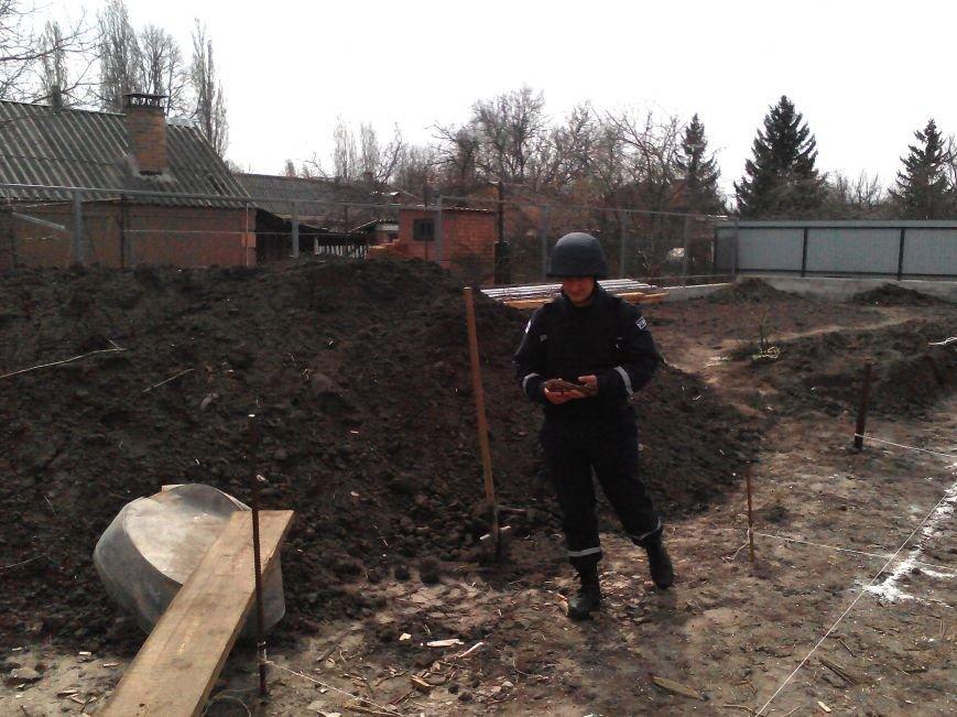 Кіровоград: під час закладки фундаменту виявлено застарілий боєприпас (фото) - фото 1