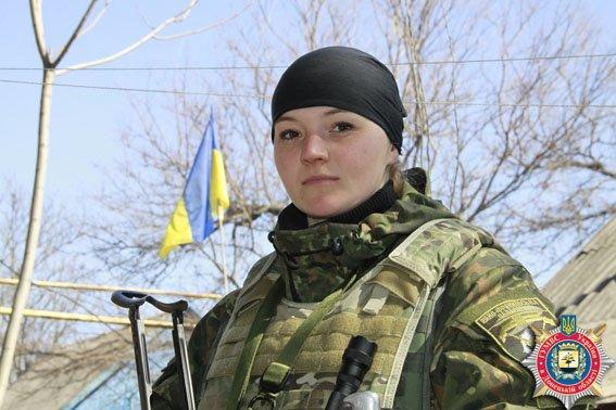 Девушка-милиционер из Ивано-Франковской области защищает мариупольцев (ФОТО) (фото) - фото 1