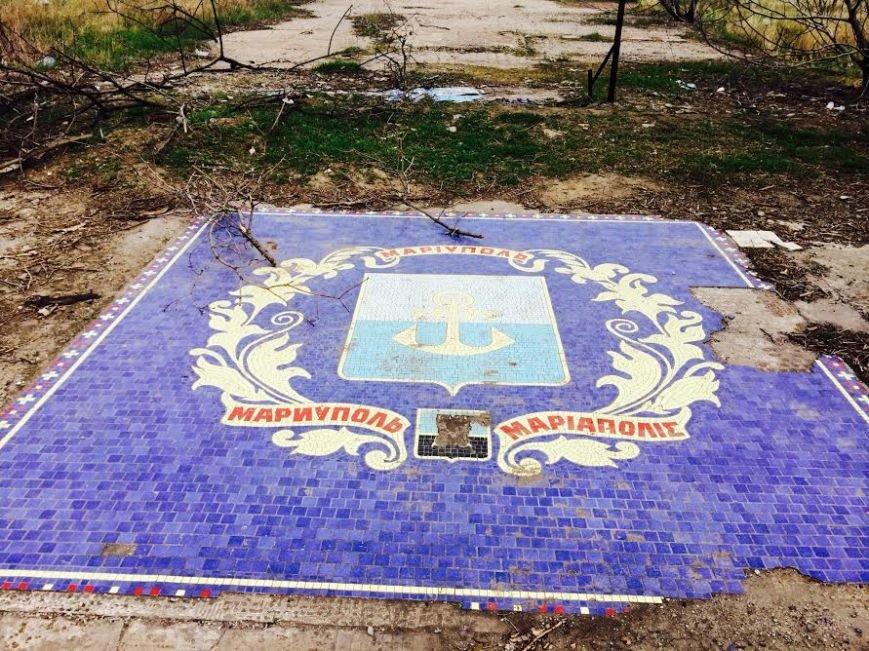 Герб Мариуполя украсили сортирами (ФОТОФАКТ) (фото) - фото 1
