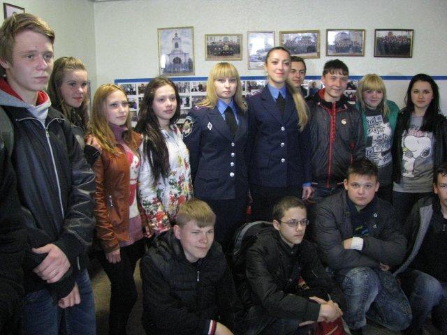 В Доброполье школьники узнали работу милиции изнутри, фото-2