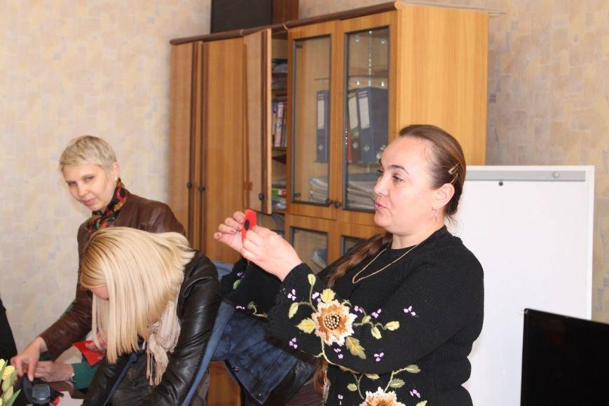 В Славянске прошел мастер-класс по изготовлению красного мака как символа памяти жертв Второй мировой войны (фото) - фото 1