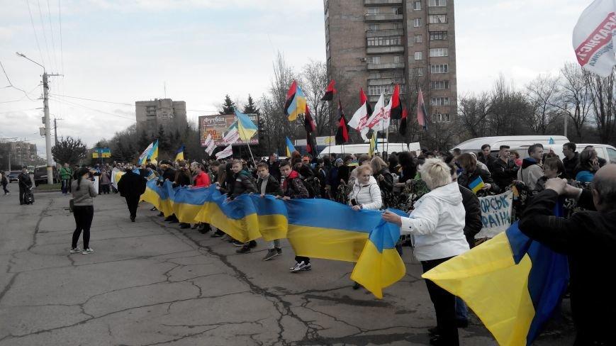 В Краматорске проходит шествие в поддержку Украины:ФОТОРЕПОРТАЖ (ОБНОВЛЯЕТСЯ) (фото) - фото 3