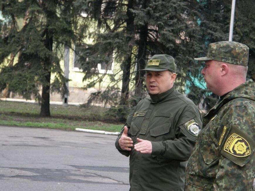 В Доброполье проведен очередной инструктаж личного состава милиции, заступающего на охрану общественного порядка (фото) - фото 2