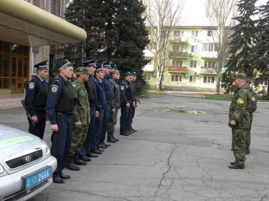 В Доброполье проведен очередной инструктаж личного состава милиции, заступающего на охрану общественного порядка (фото) - фото 1