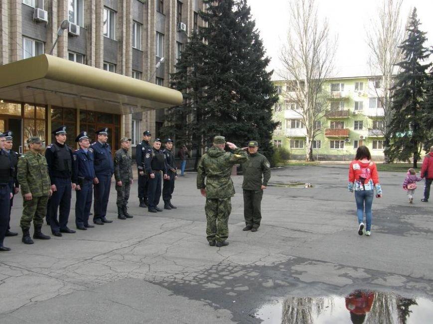 В Доброполье проведен очередной инструктаж личного состава милиции, заступающего на охрану общественного порядка (фото) - фото 3