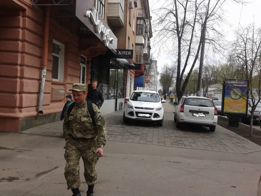 Полтава - город, где любой тротуар может стать парковкой (фото) - фото 2