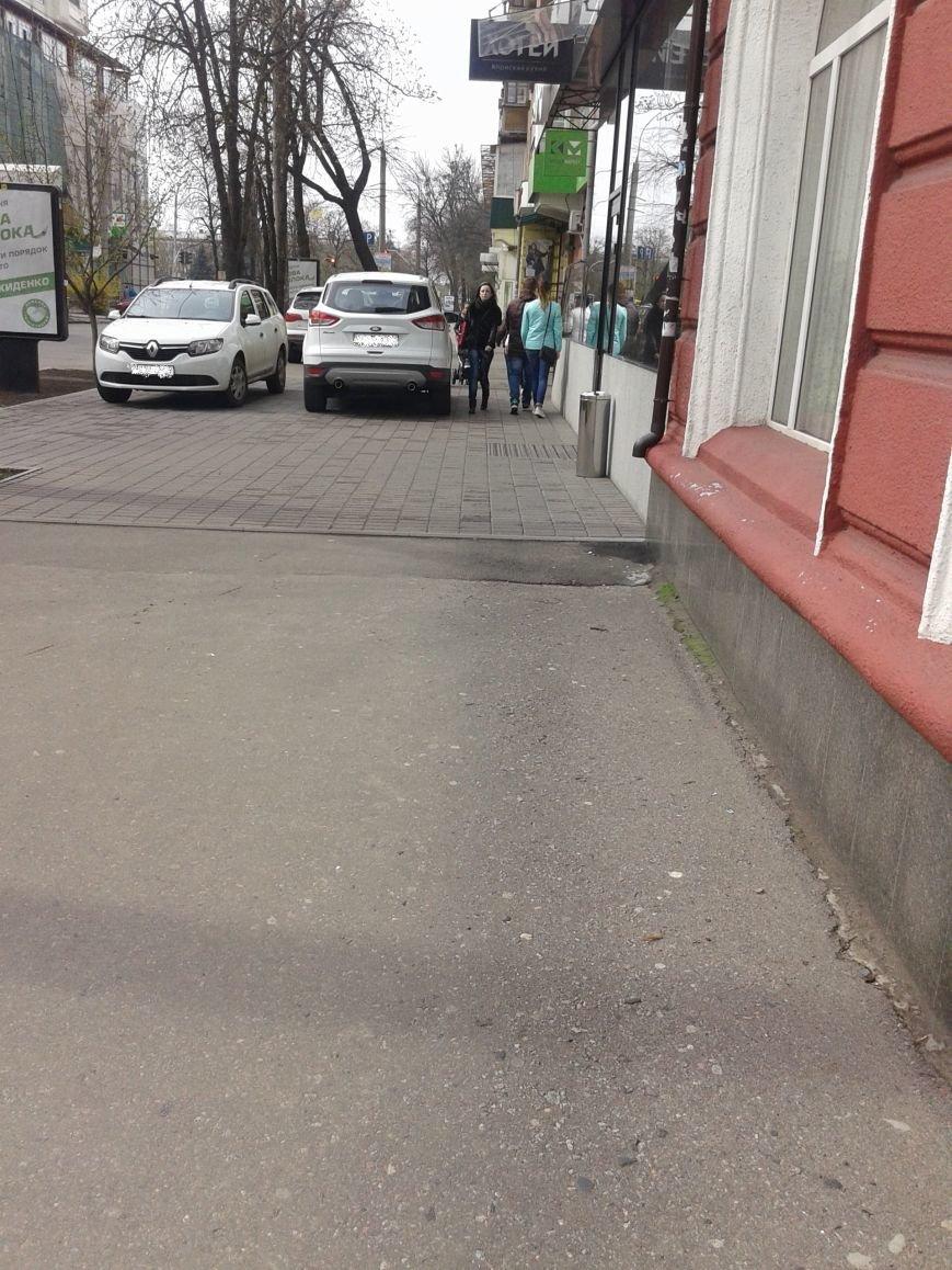 Полтава - город, где любой тротуар может стать парковкой (фото) - фото 1