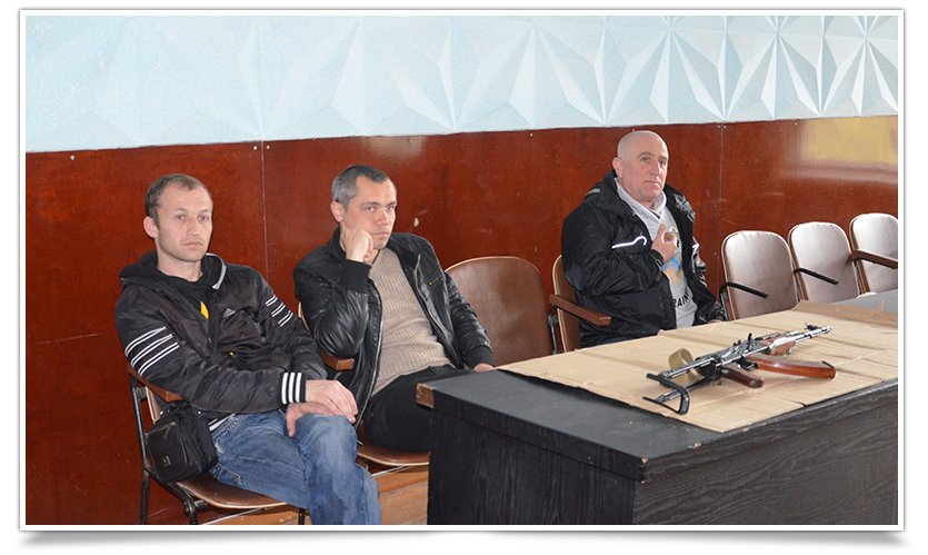 Гражданская самооборона Славянска провела открытую встречу, темой была разборка-разборка орудия (фото) - фото 1